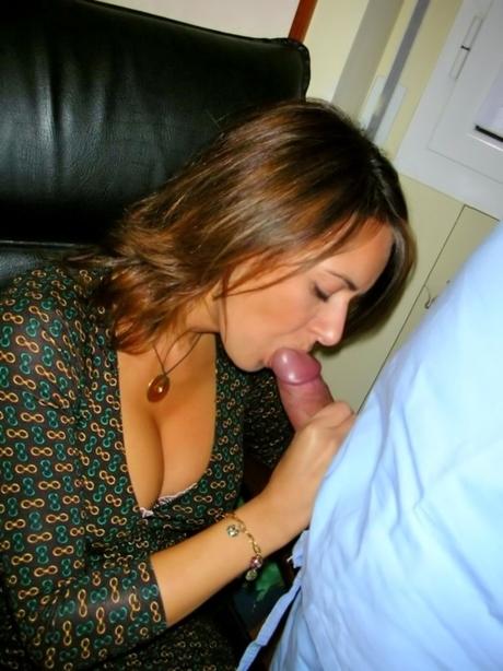 Аппетиная мадам отсасывает член порно фото
