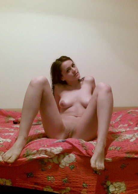 Девка растапырила ноги на кравате домашнее фото