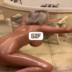 Порно гиф зрелая тетка падает на скользком полу