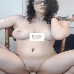 Порно гиф грудастая молодуха трахает себя резиновым пенисом