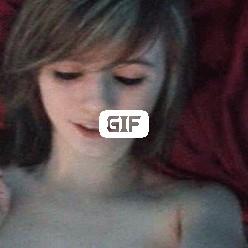 Порно гифка молодая девушка мастурбирует пальцем свой анал