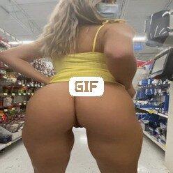 Гифка блондинка в маске трясет своей жопой в магазине
