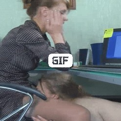 Гифка молодая секретарша лижет киску начальнице