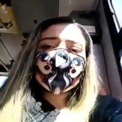 Видео девка показывает вибратор в пизде в автобусе