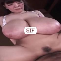 Японка с большими сиськами скачет на члене гифка
