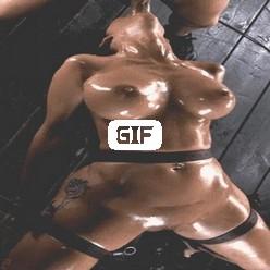 Мужик ебет в глотку телку пока ее трахает фак машина гиф