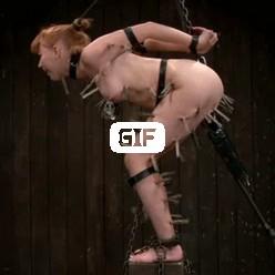 Связанная девка облепленная прищепками оргазмирует от боли гиф